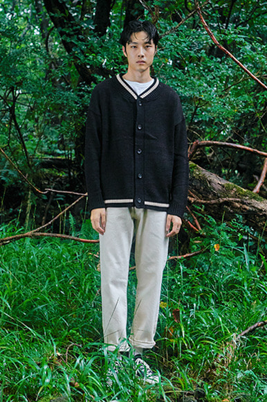 (10월 25일 예약배송) Point Line Cardigan [Black]